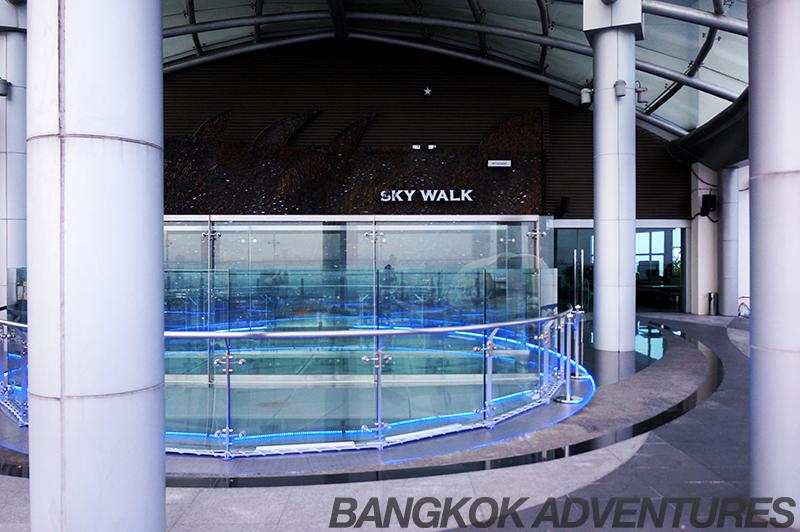 Zeppelin Skybar 'Skywalk' glass bridge