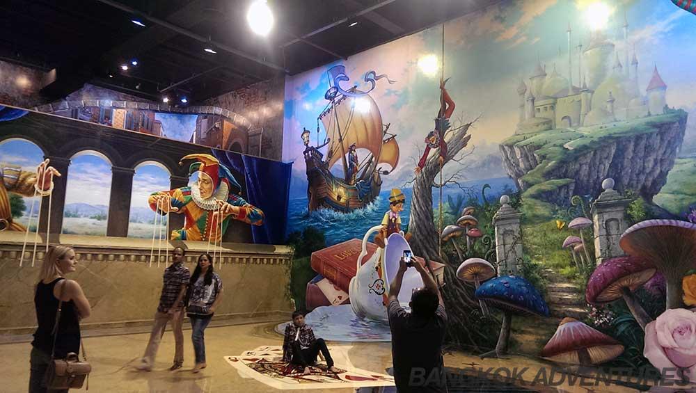 Art in Paradise Esplanade Mall Bangkok - Bangkok Adventures