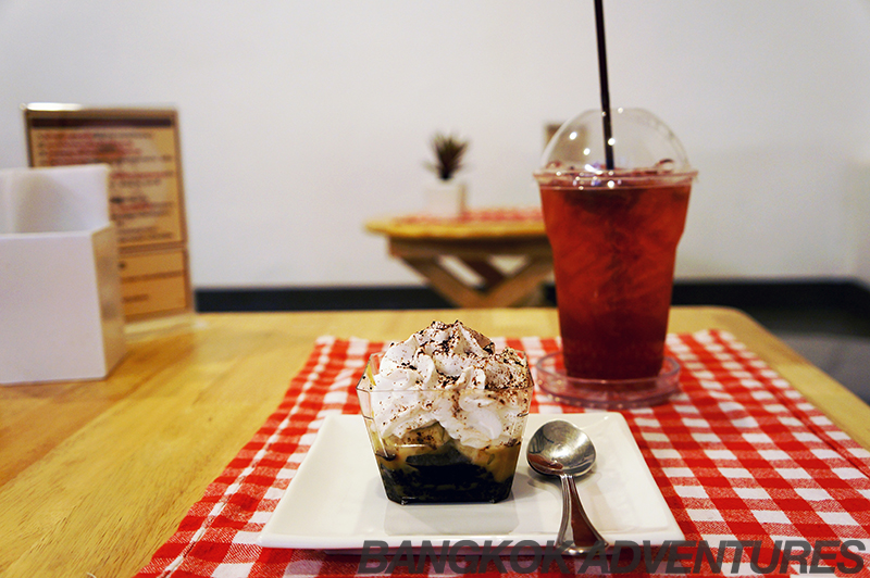 Cake and blueberry soda at Cat Cafe by Dome, Bangkok